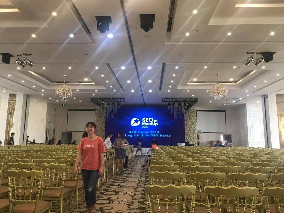 Hội trường rộng rãi với nội thất sang trọng là nơi sự kiện SEO MeetUp sẽ diễn ra